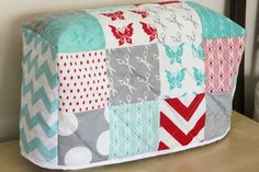 Quilted Sewing Machine Cover. Would love to make this for my sewing machine.