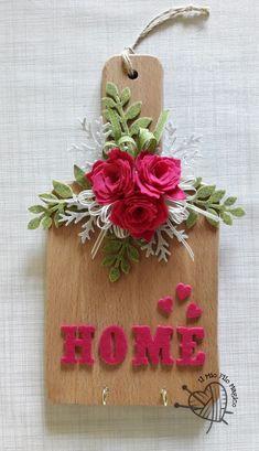Tagliere decorato. Diy Crafts For Gifts, Diy Home Crafts, Creative Crafts, Felt Crafts, Handmade Crafts, Decor Crafts, Decoupage Vintage, Art N Craft, Wine Bottle Crafts