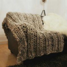 Giant blanket Merino Wool Blanket, Free Knitting, Alter, Fingerless Gloves, Arm Warmers, Knit Crochet, Crochet Patterns, Side, Threading