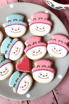 Sweeten your day.: Christmas cookies for kids party! Christmas Cookies Kids, Cookies For Kids, Iced Cookies, Christmas Sweets, Cute Cookies, Holiday Cookies, Cupcake Cookies, Christmas Baking, Snowman Cake