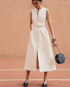 The Cutest Low-Key Dresses for a City Hall Wedding - Cult Gaia Gia House Dress Source by martinagenn - Simple Summer Dresses, Simple Gowns, Trendy Dresses, Casual Dresses, Fashion Dresses, Maxi Dresses, Simple White Dress, Modesty Fashion, Fashion Clothes