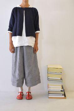 Daniela Gregis vivo short jacket Ines de la Fressange Projet C* Linen Jackets, Japan Fashion, Mode Inspiration, Comfortable Outfits, Fashion Outfits, Womens Fashion, Beautiful Outfits, Style Me, Textiles