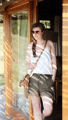 Fashion | Outfit | Summeroutfit | green shorts | brown bag with fringes | Sunglasses Rayban Aviator | white Top | JustMyself | girl | girly | summer look | summerfeeling