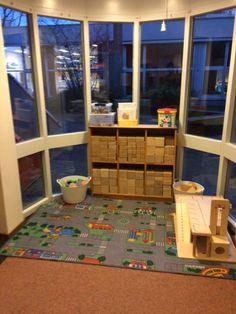 Een rekencircuit voor kleuters Circuit, Kids Rugs, Om, Math, Theory, Kunst, Mathematics, Kid Friendly Rugs, Math Resources