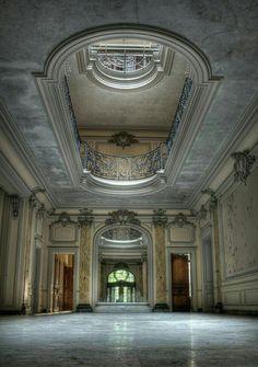 Manoir de la verrière, France | Abandoned World | https://www.facebook.com/groups/1690603791232163/