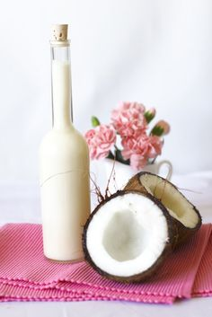 Just My Delicious: Homemade Coconut Liqueur a la Malibu Party Food And Drinks, Fun Drinks, Irish Cream, Christmas Cooking, Coffee Drinks, Glass Of Milk, Vodka, Cooking Recipes, Gastronomia