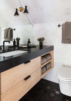Marie Flanigan Interiors - Timeless Trends - Embracing Styles with Staying Power - Matte Black Hardware - Black Powder Bath