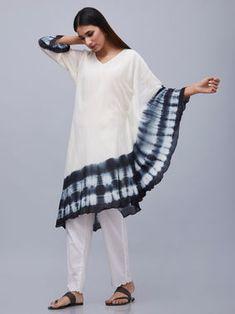 Off White Black Tie and Dye Cotton Kaftan Korean Girl Fashion, Diva Fashion, Indian Fashion, Boho Fashion, Fashion Outfits, Tie Dye Fashion, Cotton Kaftan, Dress Indian Style, Smart Outfit