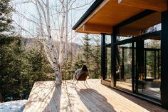 Our cabin rentals in Canada come in all shapes and sizes. They reflect the ideology and taste behind the visionaries who make them come to life - rent them ! Lakefront Property, New Property, Scandinavian Cabin, Forest Sounds, Boutique Homes, Cabin Rentals, Vacation Rentals, Cabins In The Woods, Large Windows