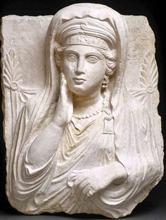 The funerary bust of Ummayat, daughter of Yarhai, gives a very good idea of the richness of the jewelry worn by the women of Palmyra. Ancient Near East, Ancient Rome, Ancient History, Art History, Ancient Persia, Art Romain, Heroic Age, Art Antique, Roman Art