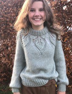 Chunky Dahlia Junior (DK) Drops Design, Dahlia, Kos, Ravelry, Turtle Neck, Pullover, Knitting, Pattern, Inspiration