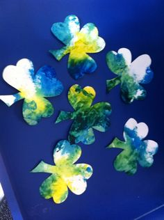 Color Mixing Shamrock Painting: place shamrock cut out, yellow and blue paint in ziploc bag. Give the bag to child and have them mix the colors to create green.