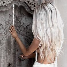 Wish I could pull off this hair color @lex298