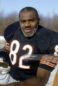 Defensive Tackle Alan Page of the Chicago Bears in this portrait circa late Page played for the Bears from Nfl Football Players, Bears Football, Nfl Chicago Bears, Sports Stars, Nfl Sports, Nfl Cheerleaders, Cheerleading, Chicago Bears Pictures, Denver Broncos
