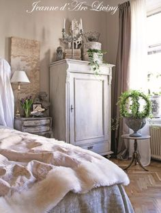 Jeanne d'Arc Living-magazine nummer 4 van april 2015 verkrijgbaar bij www. French Interior, French Decor, French Country Decorating, Interior Design, Shabby Chic Stil, Shabby Chic Decor, French Country Bedrooms, Provence Style, Living Magazine