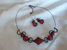 Parure losange rouge, perles magiques rouges, collier et boucles d'oreilles, ruban pvc noir