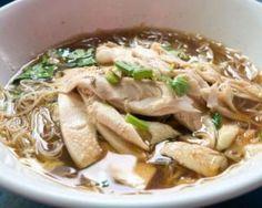 Soupe légère de nouilles au poulet et au céleri : http://www.fourchette-et-bikini.fr/recettes/recettes-minceur/soupe-legere-de-nouilles-au-poulet-et-au-celeri.html
