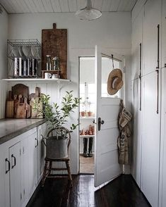 Farmhouse Kitchen Decor Ideas: Great Home Improvement Tips You Should Know! You need to have some knowledge of what to look for and expect from a home improvement job. Decoration Inspiration, Decoration Design, Decor Ideas, Decorating Ideas, Room Ideas, Home Interior, Interior Design, Interior Colors, Kitchen Interior