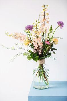 Vase Dekoration Ideen – Page 3 of 42 – LoveIn Home Home Flower Arrangements, Beautiful Flower Arrangements, Fresh Flowers, Flower Vases, Spring Flowers, Beautiful Flowers, Tropical Flowers, Cut Flowers, New Shape