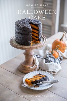 The easiest orange layer cake you will ever make with one secret tool! Perfect for those spooky parties or Halloween themed entertaining. This frosting won't turn your mouth black either! Halloween Desserts, Halloween Bats, Halloween Birthday, Halloween Season, Easy Halloween Cakes, Halloween Decorations, Halloween Foods, Homemade Halloween, Halloween 2017