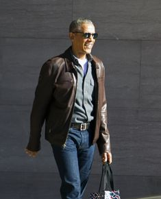 Former President Barack Obama might be at the center of President Donald Trump's accusations of wiretapping, but folks on social media are more focused on how great they think Mr. Obama looks . 1950s Jacket Mens, Cargo Jacket Mens, Grey Bomber Jacket, Green Cargo Jacket, Michelle Obama, Barack Obama, Dandy, Donald Trump, Obama Photos