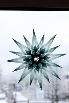 Window stars – many links to different instructions - Diy Winter Deko Origami And Kirigami, Diy Origami, Origami Paper, Diy Paper, Paper Crafts, Winter Diy, Winter Christmas, Christmas Time, Christmas Crafts