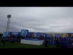 Jugadores de Emelec reciben sus medallas de campeón 2017 en el Estadio J...