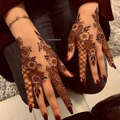 Searching for stylish mehndi designs for the party that look gorgeous? Stylish Mehndi Design is the best mehndi design for any func. Henna Hand Designs, Dulhan Mehndi Designs, Pretty Henna Designs, Mehndi Designs Finger, Khafif Mehndi Design, Floral Henna Designs, Arabic Henna Designs, Modern Mehndi Designs, Mehndi Designs For Fingers