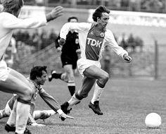 El jugador del Ajax de Ámsterdam, Johan Cruyff, durante un partido contra el PSV.  GUUS DE JONG (CORDON PRESS)