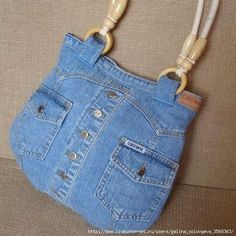 Made from a recycled jeans jacket- nice!Recycled denim shirt or jacketI love the idea for handles:) Blue Jean Purses, Diy Sac, Denim Handbags, Denim Purse, Denim Crafts, Handmade Purses, Old Jeans, Recycled Denim, Fabric Bags