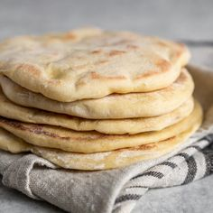 A step-by-step guide to making pita bread at home! This recipe is easy and requires just 5 simple ingredients. You won't ever want store-bought pita again! Fun Easy Recipes, Vegan Recipes, Cooking Recipes, Sweet Recipes, Comida Armenia, Homemade Pita Bread, Pita Bread Recipes, Homemade Sandwich, Homemade Recipe
