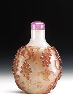 Snuff Bottle (Biyanhu) with Grapevines, China, Qing dynasty, Qianlong period,
