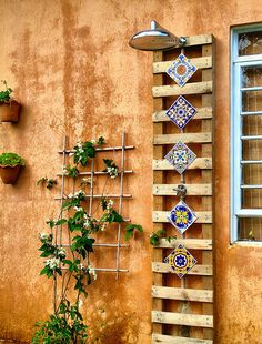 repurpose for trellis -- outdoor shower I will have one some day Mais Outdoor Baths, Indoor Outdoor Living, Outdoor Fire, Outdoor Showers, Outdoor Decor, Pool Shower, Garden Shower, Pool Patio Furniture, Wall Exterior