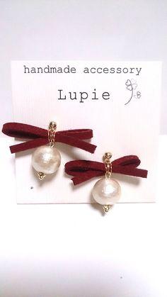 Handmade accessoryLupie~ルピエ~10mmのコットンパール・キスカと 直径4cmほどのリボン・エンジのピアスです。¥1300(送料別)と...|ハンドメイド、手作り、手仕事品の通販・販売・購入ならCreema。