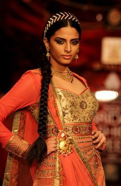 Dress it up with the #Azva pendant necklace! #AzvaAtIBFW #Mumbai #Jewellery #BeautifulBrides