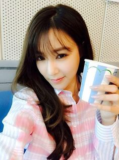 Check out SNSD Tiffany's snaps from her radio schedule ~ Wonderful Generation