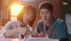Romantic Doctor Teacher Kim: Episode 13 » Dramabeans Korean drama recaps Yoon Seo, Seo Hyun Jin, Asian Actors, Korean Actors, Korean Dramas, Drama Series, Tv Series, Aesthetic Doctor, Yoo Yeon Seok