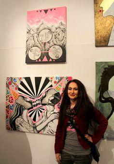 """Moje dwa obrazy prezentowane na wystawie ŚLADY - """"Carnavalowy Kiss-Kiss ower all"""" i """"Imperatyw elementarny wszechświata"""""""