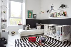 Monochrome kids room with colorful details Baby Bedroom, Baby Room Decor, Kids Bedroom, Kids Rooms, Boy Decor, Monochrome Nursery, White Nursery, Baby Room Design, Shared Rooms