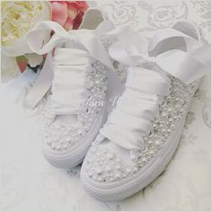 Luxury all white Converse pearl sparklers / White All over converse / Bridal converse / Wedding converse / Pearl converse Unsere sehr spezielle Luxus Perle Converse Wedding Shoes, Bling Converse, Wedding Sneakers, Wedge Wedding Shoes, Wedding Boots, Bling Shoes, Bridal Shoes, Prom Shoes, Wedding White