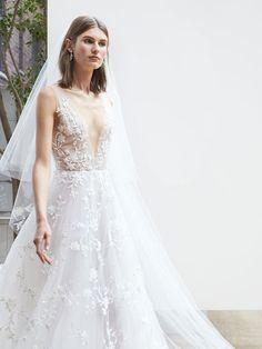 Oscar de la Renta Spring 2018 tulle V-neck sleeveless gown with floral overlay