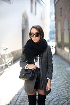 POLAR PLATEAU | Fiona from thedashingrider.com wears Asos Overknee Boots, Zara Blazer, a bag from Chanel and sunglasses from Céline #ootd #whatiwore