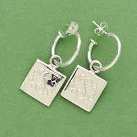 <3 these Earrings