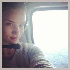 Rosie Huntington-Whiteley http://www.vogue.fr/mode/mannequins/diaporama/la-semaine-des-tops-sur-instagram-semaine-du-16-juin/13908/image/773218#!rosie-huntington-whiteley
