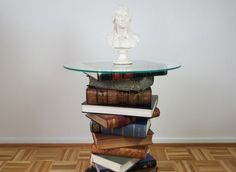 Position the glass table top and press gently to five seconds. And your unique DIY book table is ready! Make A Table, Diy Table, Diy Furniture Book, Repurposed Furniture, Round Glass Table Top, Diy Old Books, Book Table, Upcycled Home Decor, Small Tables