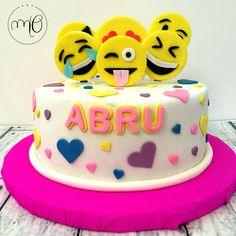 Emoji Cake #marinaoteropasteleria https://www.facebook.com/marinaoteropasteleria