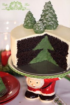 Christmas Tree Surprise on the Inside Cake ~ adorable!