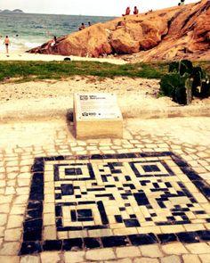 Creative Outdoor Marketing : QR Codes in Rio de Janeiro Sidewalks Help Travelers Find Their Way Architecture Jobs, Local Map, Internet Trends, Tourist Information, Visual Merchandising, Signage, Cool Designs, Mosaic, Coding