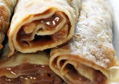Panqueques con Dulce de Leche is a common South American breakfast. This tasty meal is the perfect first-day-of-school breakfast! Argentine Recipes, Chilean Recipes, Chilean Food, Honduras Food, Cooking Time, Cooking Recipes, Crepe Cake, Fat Foods, Breakfast Dessert