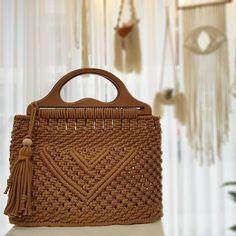Basic Macrame Knots : Step by Step Guide Macrame Purse, Macrame Knots, Micro Macrame, Bag Crochet, Macrame Design, Macrame Patterns, Casual Bags, Knitted Bags, Handmade Bags